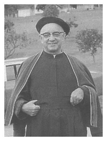Sacerdote Manuel Aguirre Elorriaga. Sonriendo.